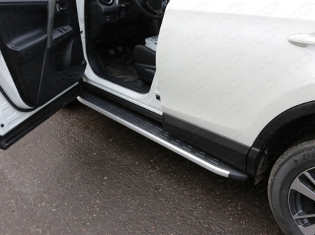Toyota RAV4 2015 Пороги алюминиевые с пластиковой накладкой 1720 мм